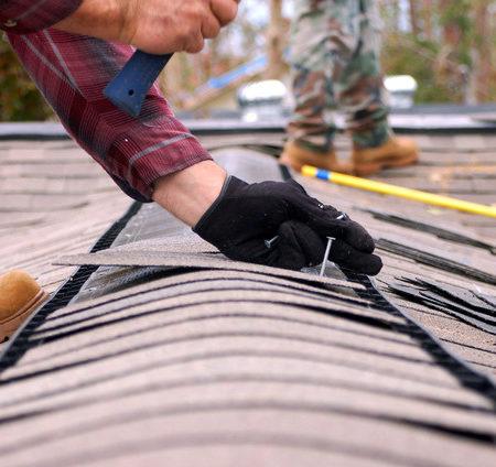 Signes que vous devez remplacer l'isolation de votre toit à Lyon et Saint Quentin-Fallavier